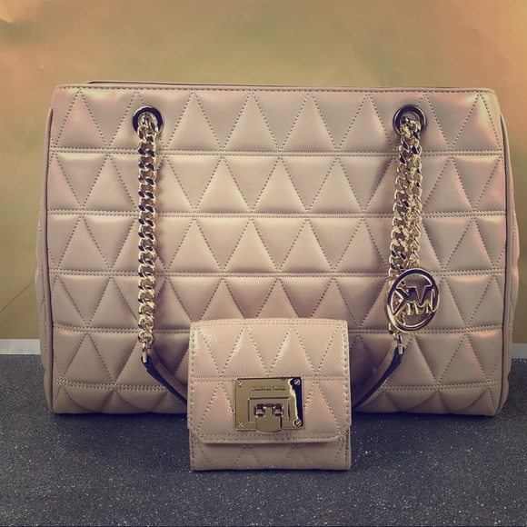 83940b8f7568 Michael Kors Bags | Oyster Susannah Lg Tote Wallet Set | Poshmark
